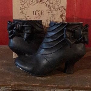 BKE Heeled Ankle Boots